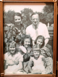ARW WHOLE FAMILY 30S